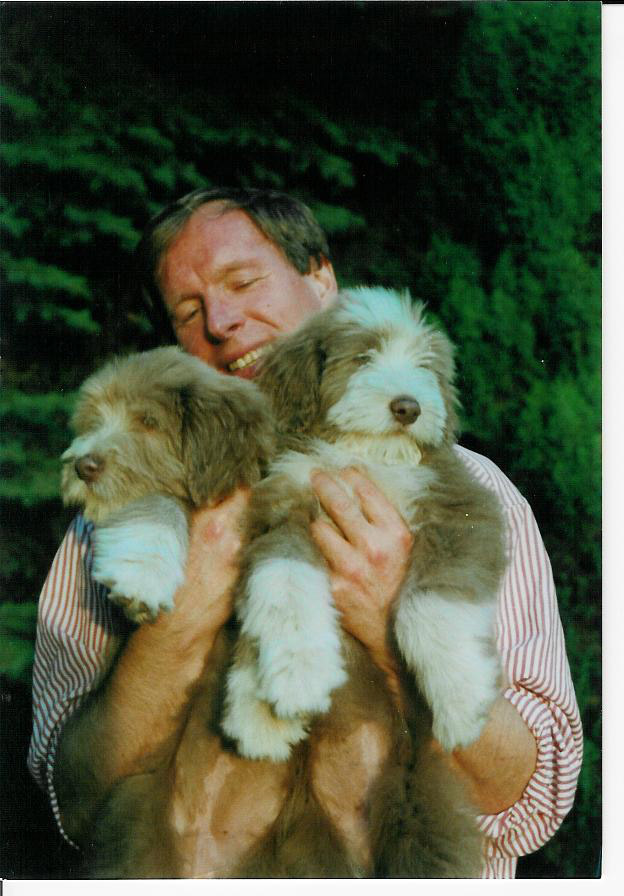 Georg_with_puppies.jpg